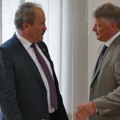Kęstutis Navickas su Šilutės meru Vytautu Laurinaičiu.Nuotrauka Vaidoto Vilko